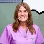 MARÍA DEL CARMEN COTILLO <br />Es uno de los miembros más veteranos de la clínica Estoril. Desde el año 1990 es la encargada de la administración, de la tienda y de la atención al cliente en primera instancia.
