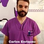 CARLOS ENRÍQUEZ <BR />Estudió FP Grado Medio de Laboratorio de Imagen. Tras trabajar en el departamento de logística en una empresa de automatización industrial, en 2017 comienza el curso de Auxiliar Veterinario por su pasión por los animales. Realizó las prácticas en nuestro Hospital en verano del 2017 y en Enero del 2018 empezó a formar parte de los auxiliares del centro.